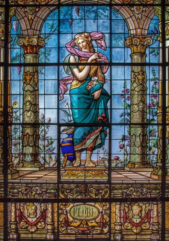 Flore: (Flora) diosa de las flores de la primavera. Galería de emplomados del Castillos de Chapultepec, en la Ciudad de México.