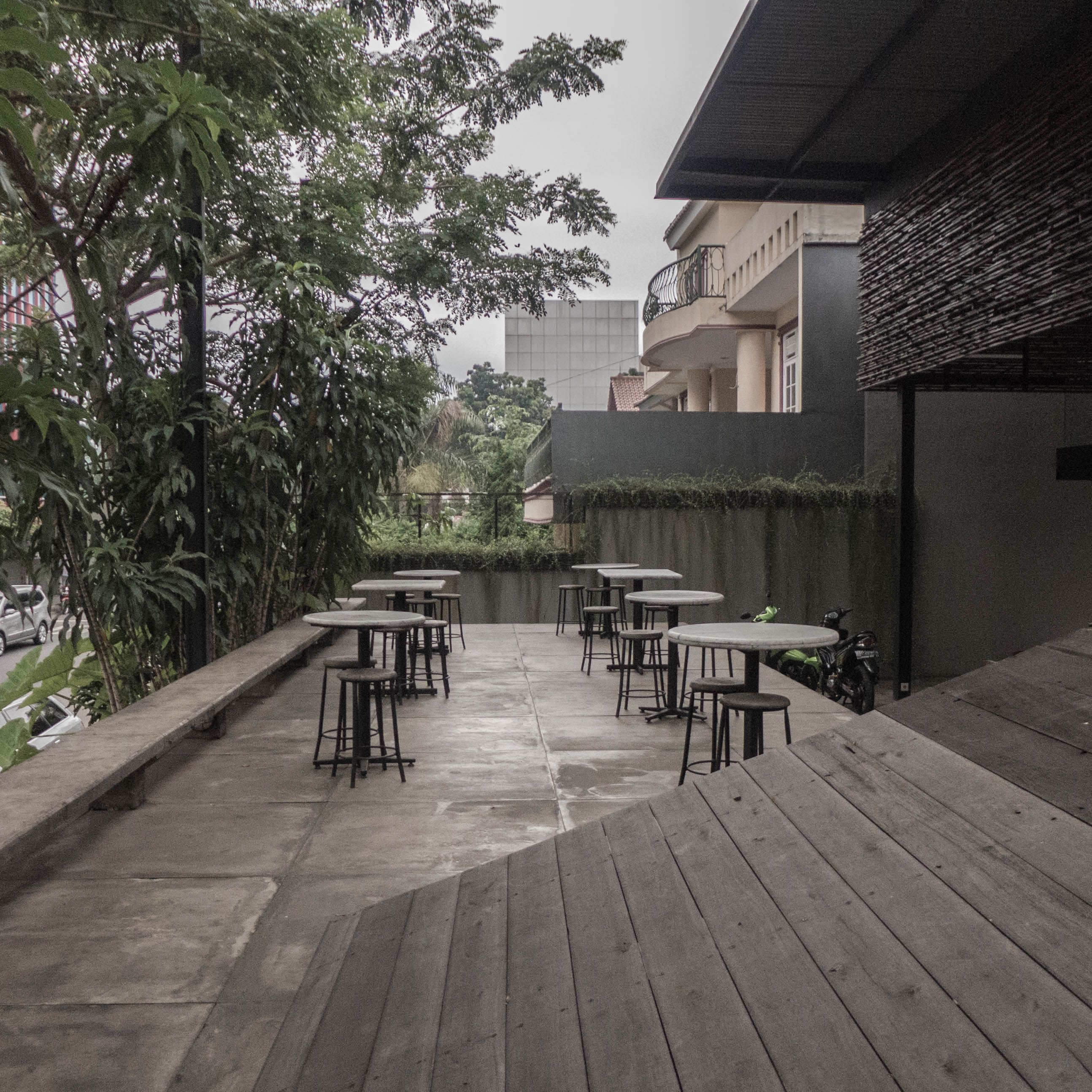 Captivating Terrace Of A Coffee Shop [Bakoel Koffiee Bintaro By Andra Matin Architect]