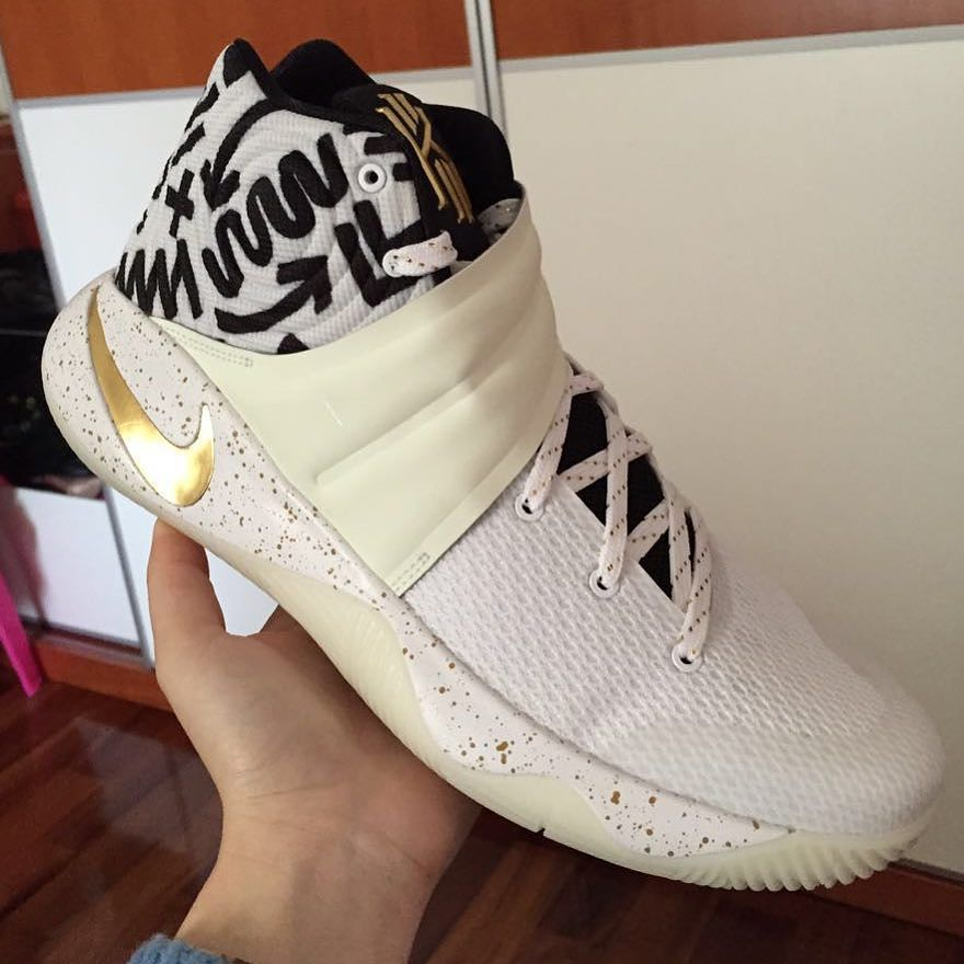 2016-2017 Sale Kyrie Irving 2 II White Black Metallic Gold Glow New Arrival  2016 cc30d1034ee0