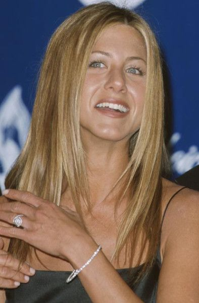 Remember This Ring Jennifer Aniston Wears Her Round Engagement Ring With Diamond Band Jennifer Aniston Wedding Jennifer Aniston Angelina Jolie Engagement Ring