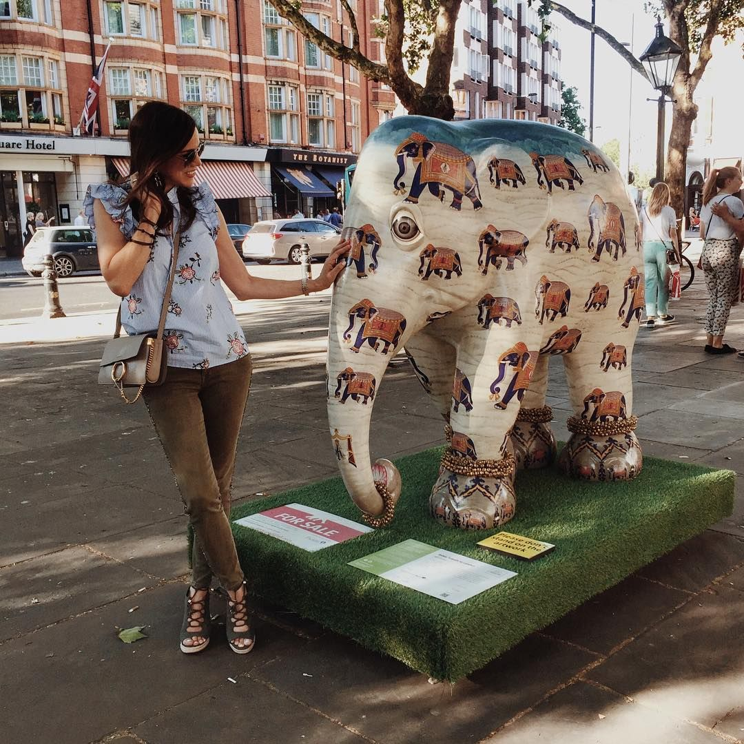 The elephants are back! From India with love!  Los elefantes han vuelto! De la India con amor! .  Elephant Parade London  21sT June 18th July Happy elephant spotting!  #elephantparadelondon #fromlondonwithlove . . More in my next post!  .  Una pequeña y hermosa manada de elefantes inspirada en la India y exquisitamente decorada ha llegado a Sloane Square y en otros lugares de Londres.  Les cuento mas el próximo post! Con un vídeito que estoy editando. . . Feliz día queridos amigos!  . #viajandoconjanin #fromindiawithlove #london #londres #londonblogger #blogging #love #amor #picoftheday #photodeldia #elephants #elephant #art #sculture #escultura ##slonesquare #chelsea