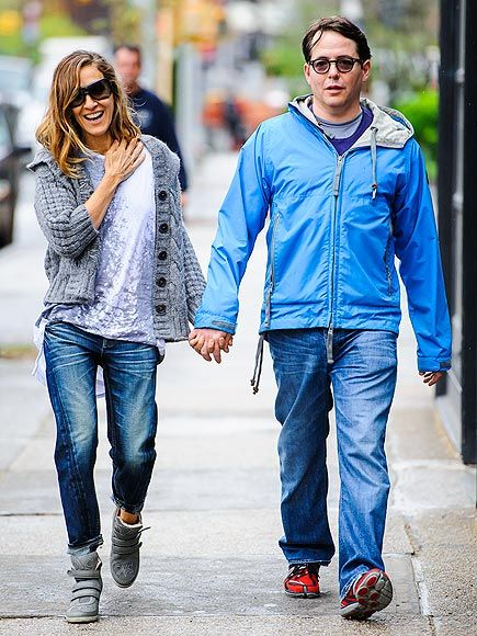 This spexy couple looks happier than ever! SJP in shield shades and her hubby in dapper round specs stroll through NYC hand-in-hand!