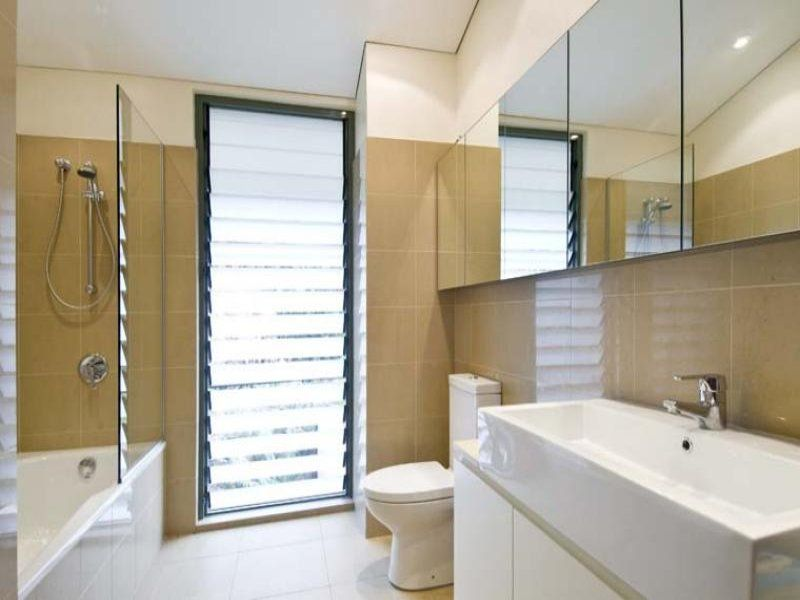 Frosted Floor To Ceiling Louvre Window Louvre Windows Bathroom Windows House Design