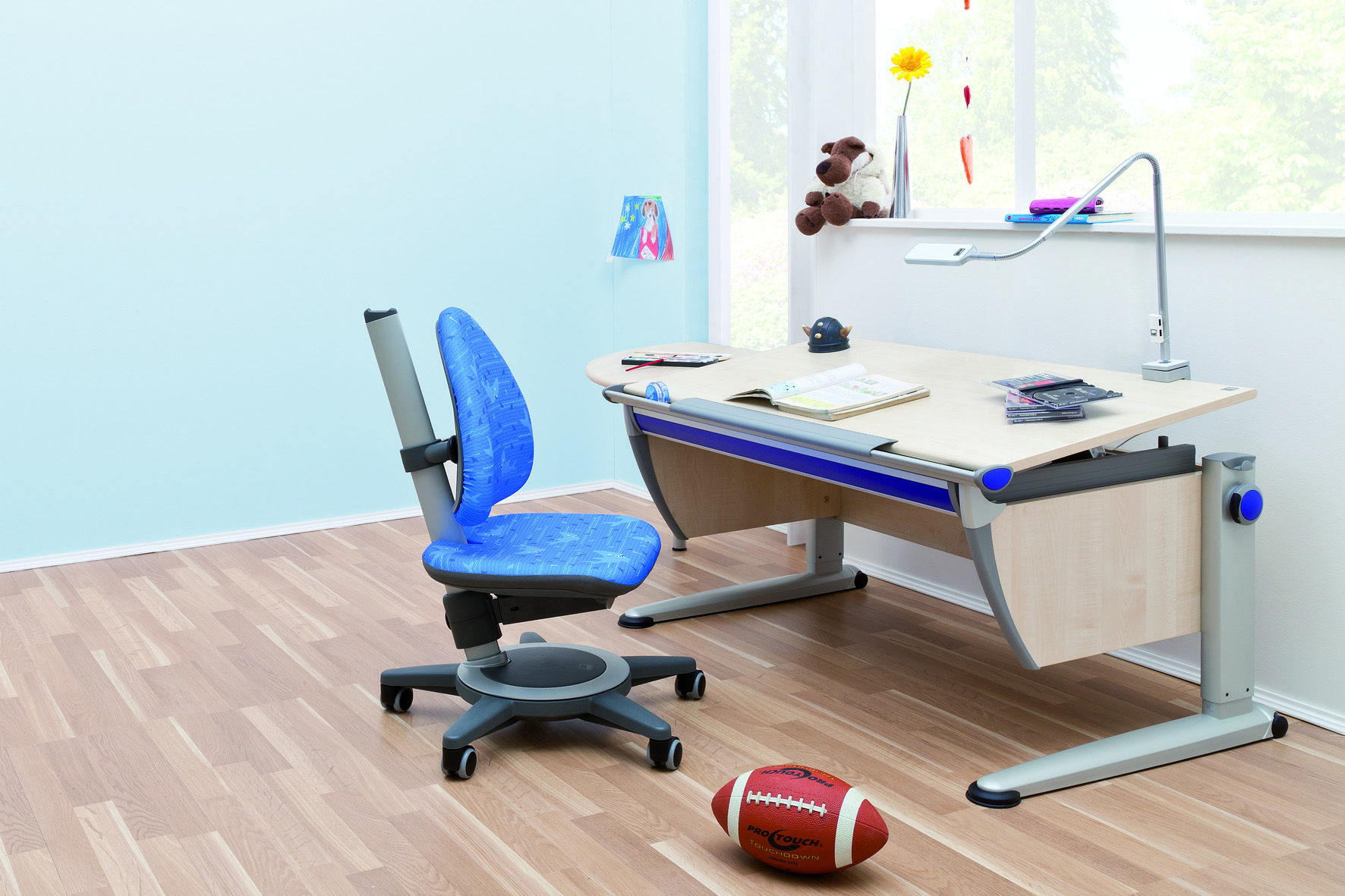 moll Runner ergonomic table in maple finish and Maximo