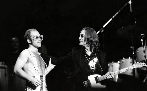 johnlennonatmadison squaregarden | Elton John and John Lennon at Madison Square Garden, November 28, 1974
