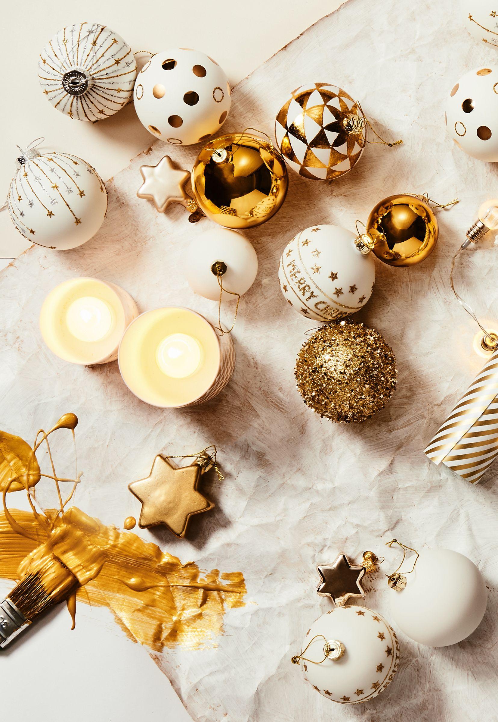 Weihnachtskugeln In Weiß Und Gold Von Butlers / Klassischer Baumschmuck