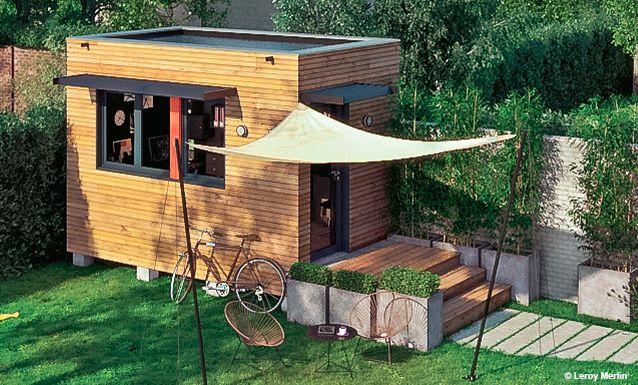 Structure D'Un Espace Bureau Construit Au Fond Du Jardin