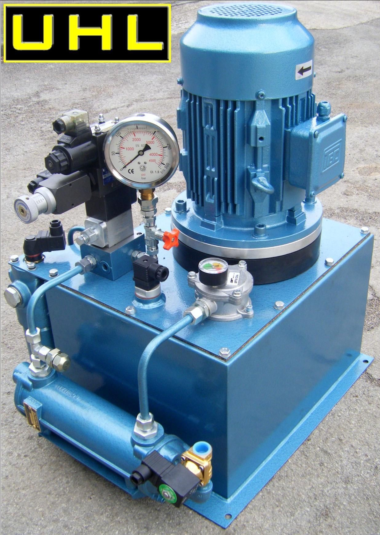 This bespoke built hydraulic power unit features a rewound for Aquaclear motor unit for power filter