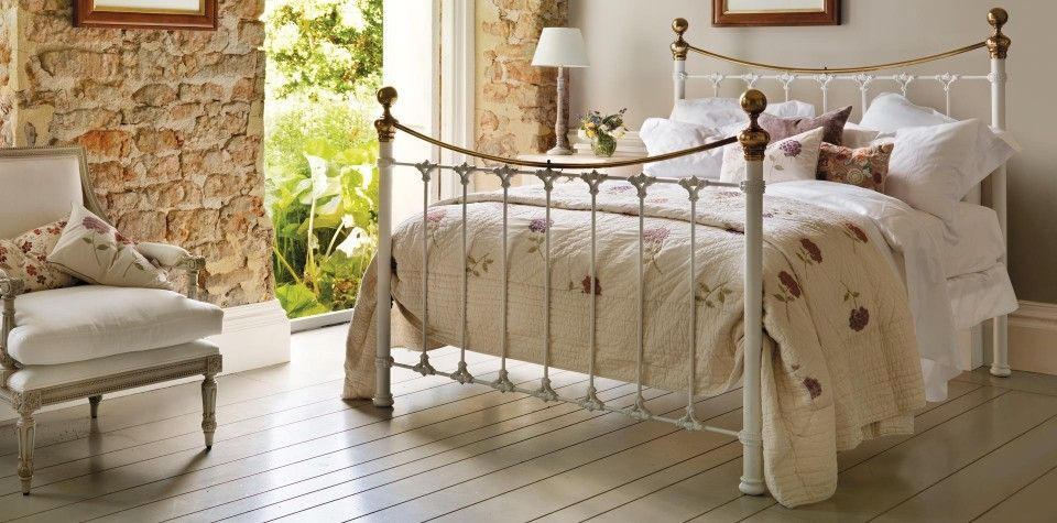 Juniper Bed Avec Images Or Antique Chambre
