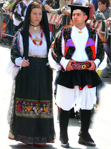 036 costumi tradizionali dei comuni della sardegna for Vestito tradizionale giapponese femminile