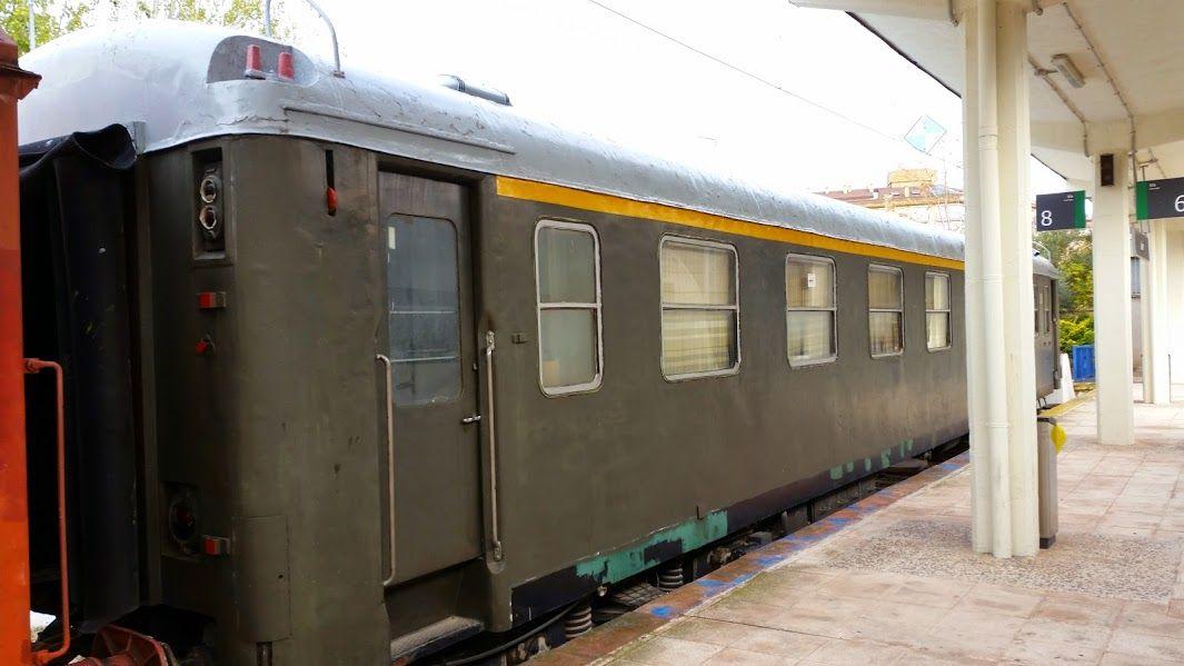 vagones en la estación de renfe de jaen