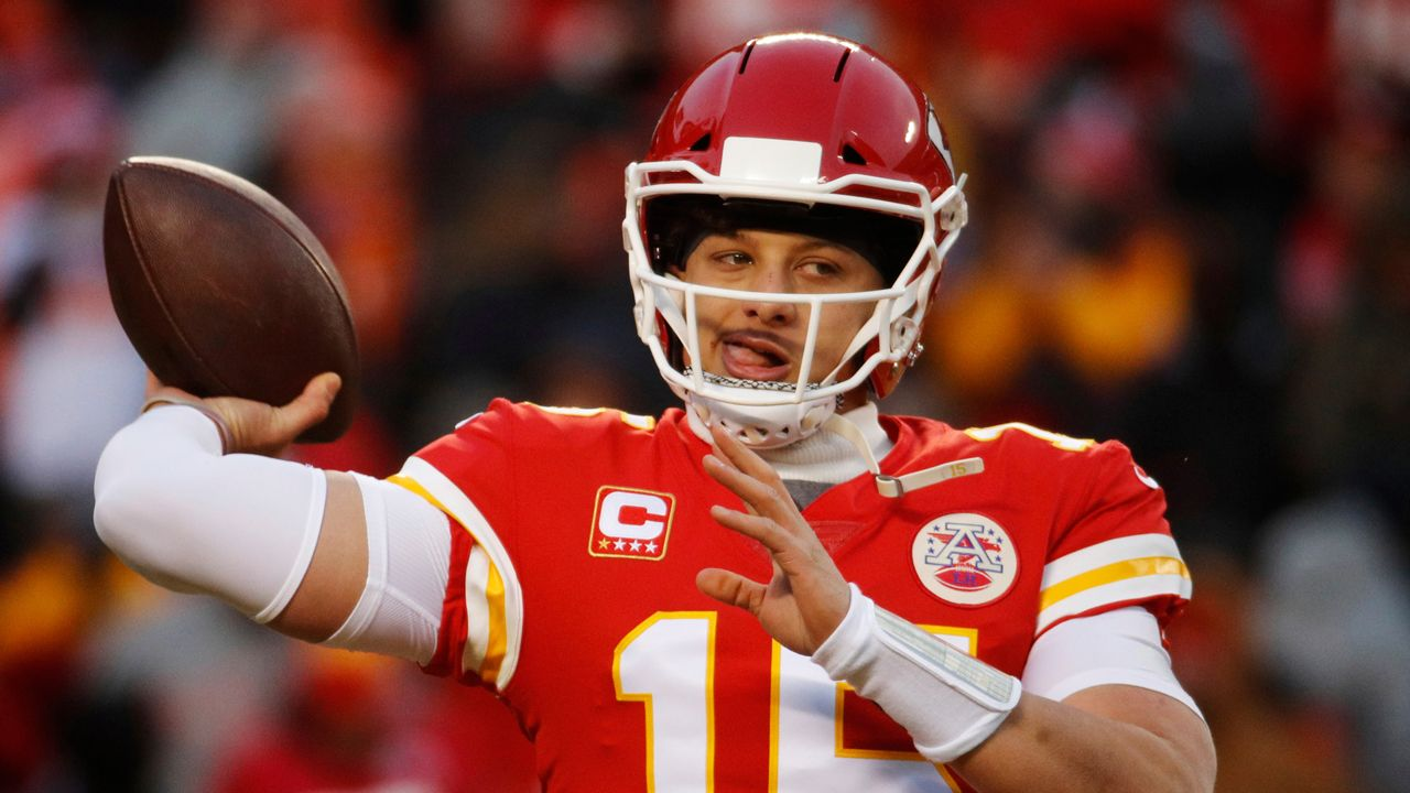 Chiefs Star Patrick Mahomes Could Sign 200m Contract In 2020 Report Patriots News Nfl Playoffs New England Patriots
