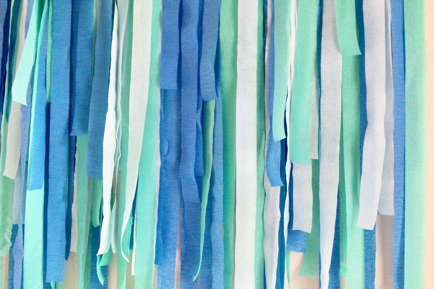 Want to know how to make a streamer backdrop using crepe paper?! Join me in stories!