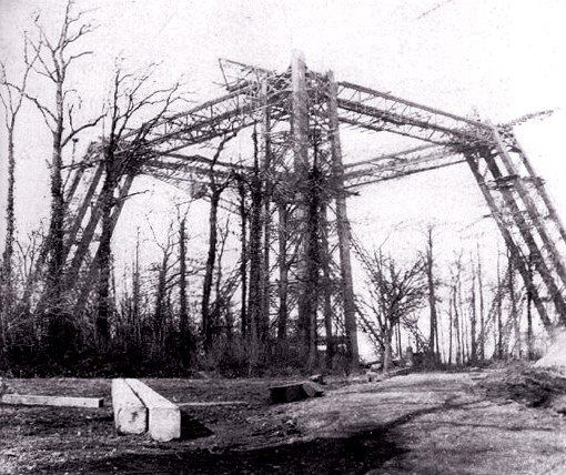 """Construção Abandonada. The """"Eiffel"""