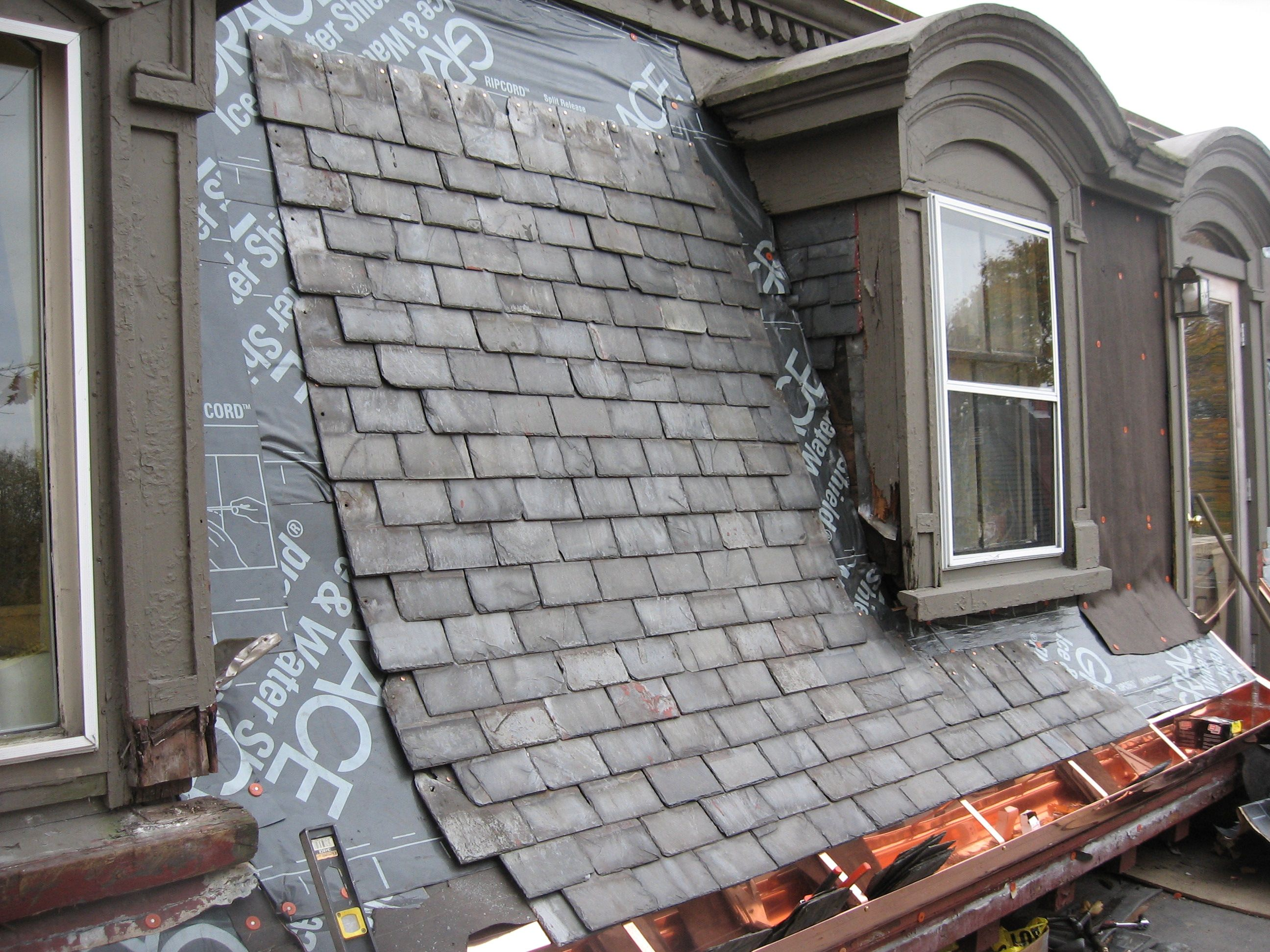 Mansard Roof How To Build And Its Advantages Disadvantages Mansard Roof French Exterior Slate Roof Shingles