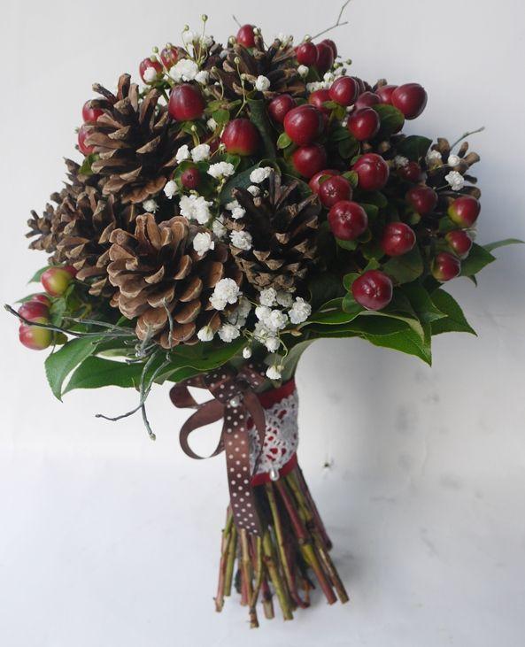 Bukiet Slubny Z Szyszek Kwiaciarnia Zielona Oliwka Nasze Prace Holiday Decor Christmas Wreaths Christmas Crafts