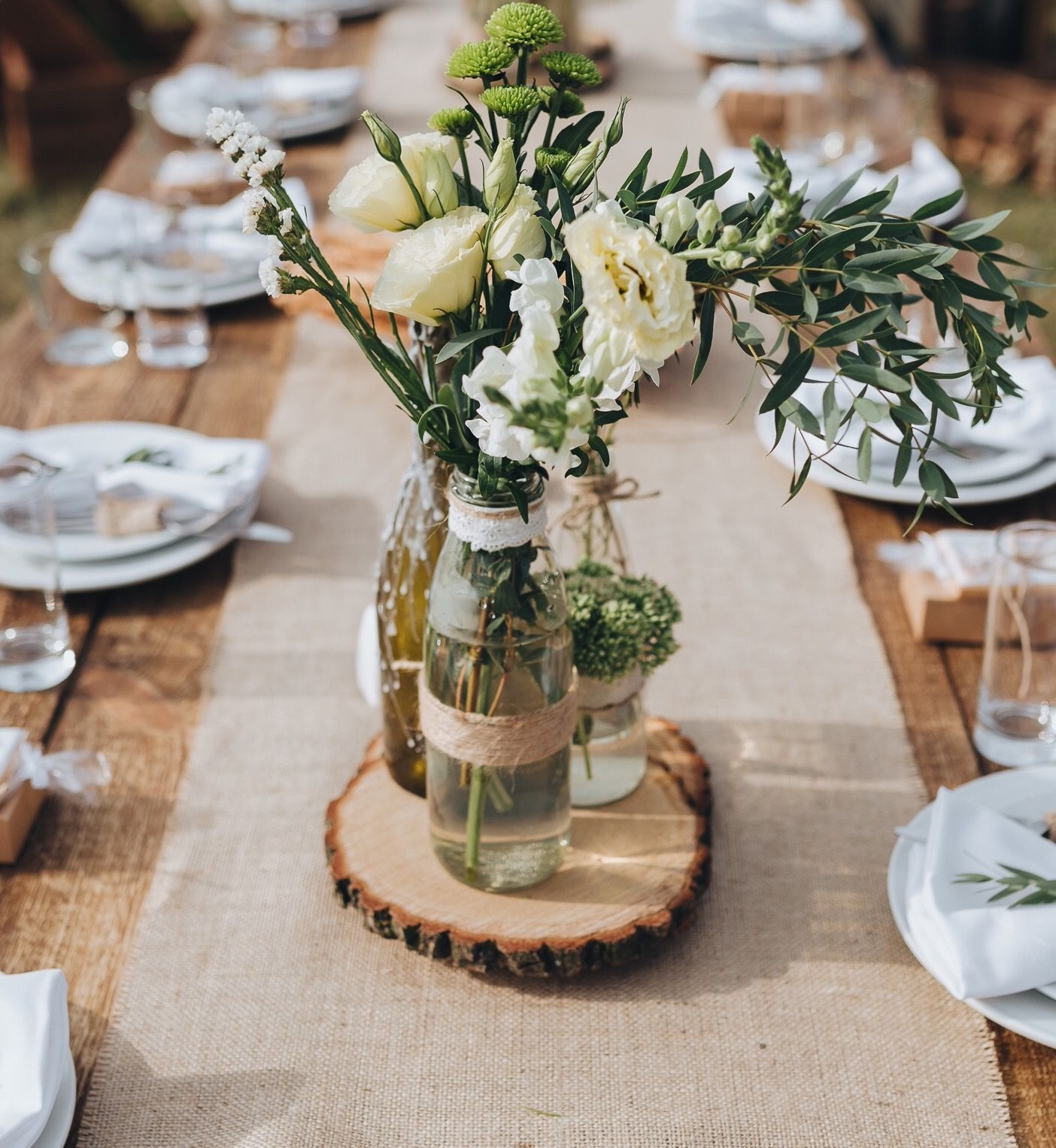 Wedding Centerpieces And Wood Slices The Perfect Match Wedding Table Centerpieces Rustic Wood Centerpieces Wedding Rustic Wedding Centerpieces
