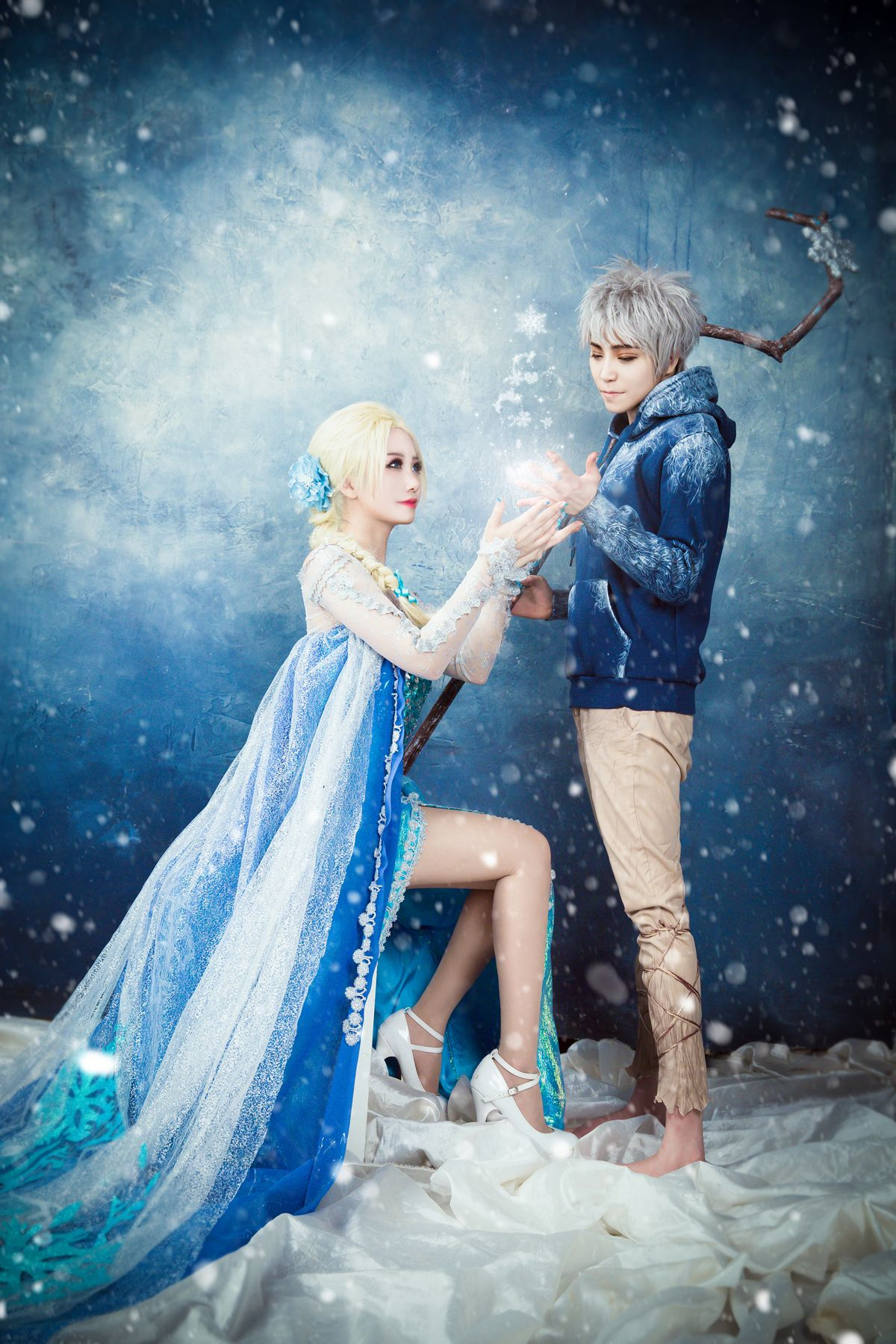 This Jack Frost Queen Elsa Cosplay Just Blew Our Minds Couples