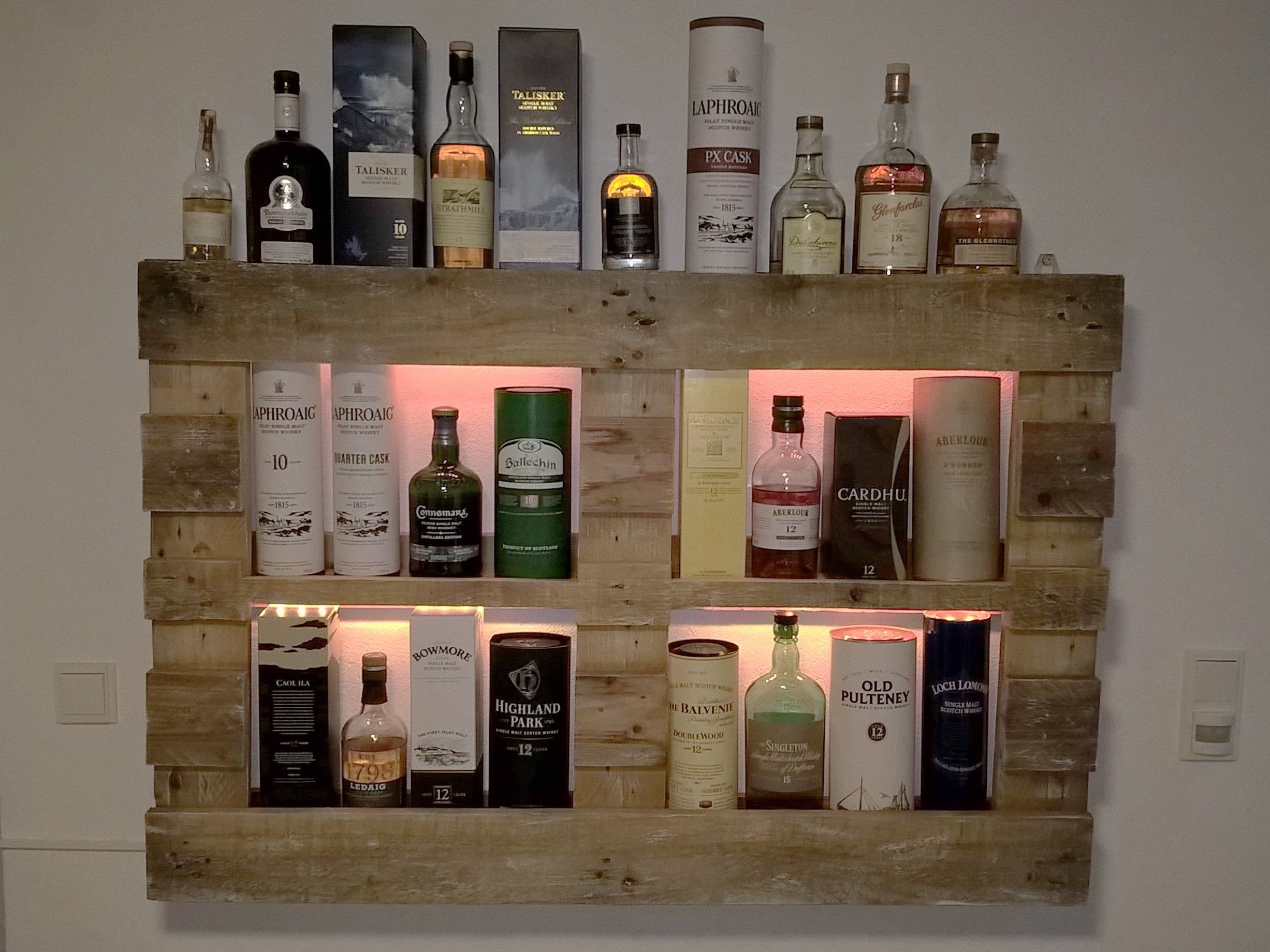 Whiskyregal whisky wandregal palettenm bel eigene - Europaletten wandregal ...