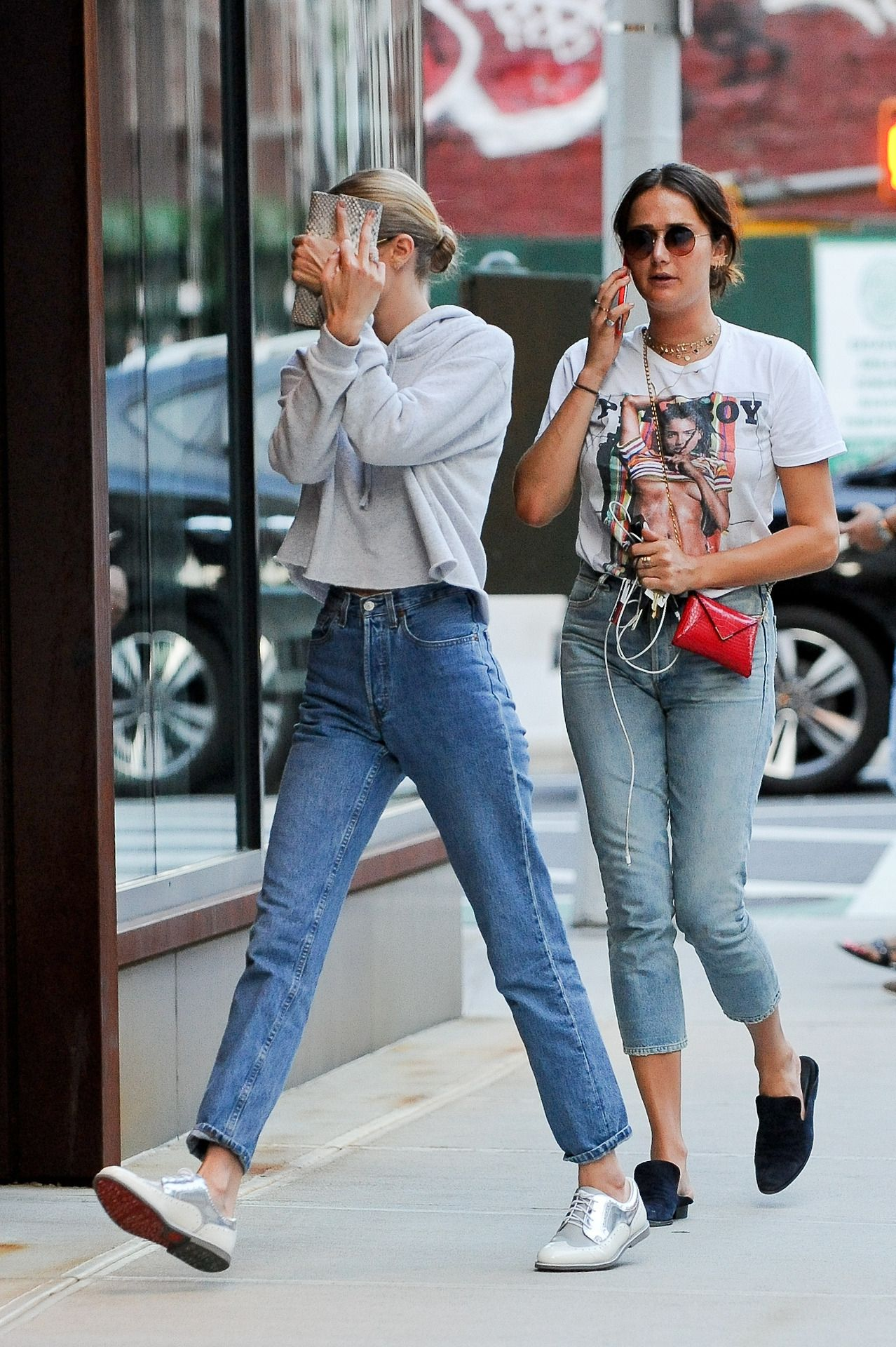 2ca2f846828 July 16  Gigi hadid and Mimi Cuttrell arriving at gigi´s apartment in NYC