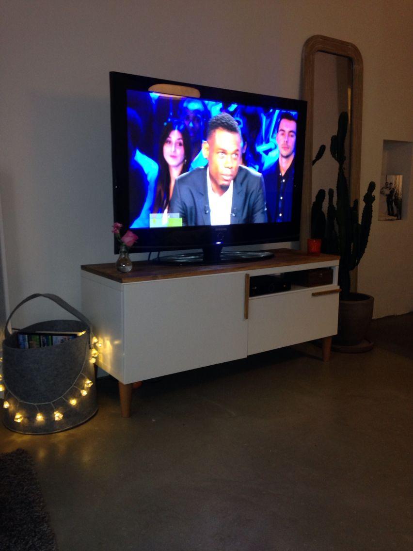 besta Ikea des pieds Leroy merlin une planche de pin et des tasseaux ( pour les poignets collées sur les portes ) vernis colorés chêne médium !  tadaaaan un meuble TV inspi scandinave vintage unique  fière de ma créa !!!