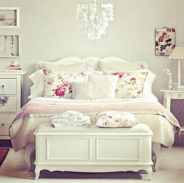 Pin de sweetrain pasteler a en muebles pinterest - Dormitorios vintage chic ...