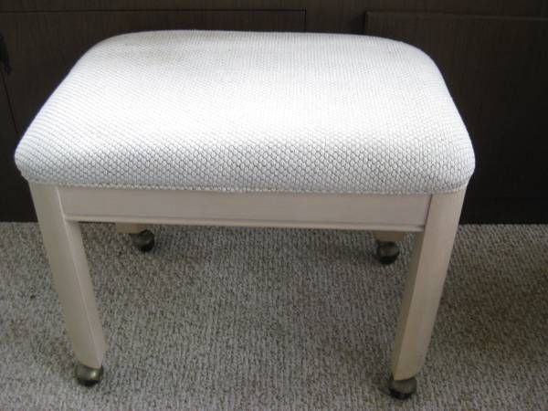 white wash accent stool with wheels - $15 (Byron Center)
