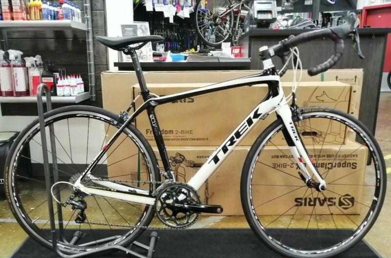 Trek Domane 4 5 52cm Full Carbon Road Bike 10 Speed Shimano Ultegra In 2020 Carbon Road Bike Road Bicycle Bikes Bicycle Frame Size