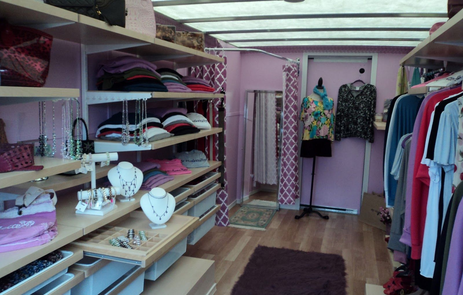 Mobile fashion boutiques mobile fashion boutique on for Mobel stylisch