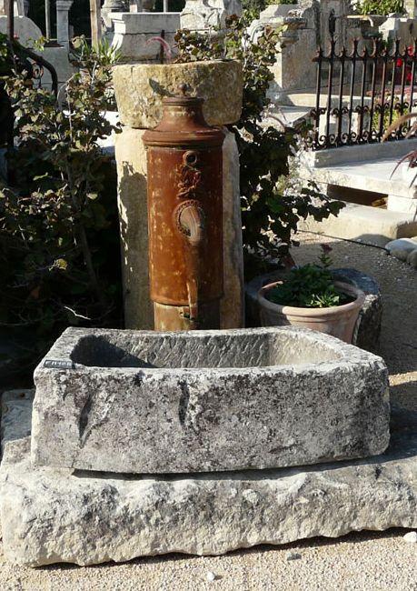 Fontaine En Pierres Anciennes A Double Bac Et Pompe En Fonte