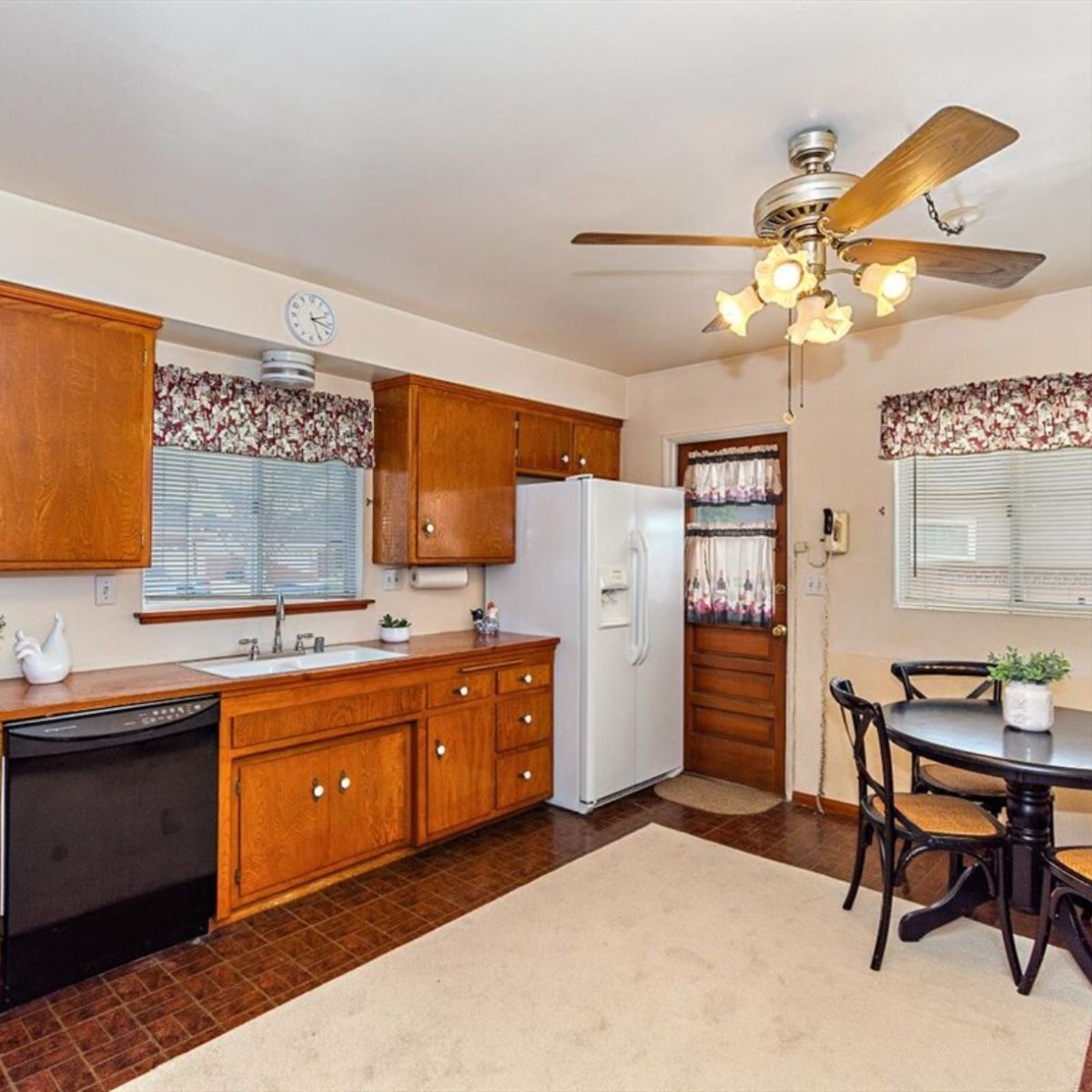 Kitchen With Wood Cabinets In 2020 Wood Kitchen Cabinets Wood Cabinets Kitchen