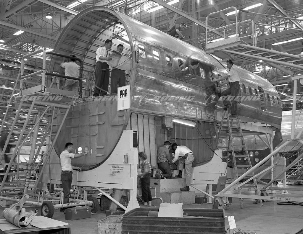 First 707 Manufacturing, Center Section | Boeing 707 ...