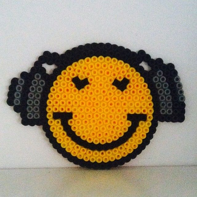 Smiley hama b gelperlen by housebiird perles repasser pinterest smileys - Perle a repasser smiley ...