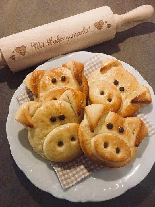 Glücksschweinchen aus Quark - Öl - Teig von sanijo | Chefkoch