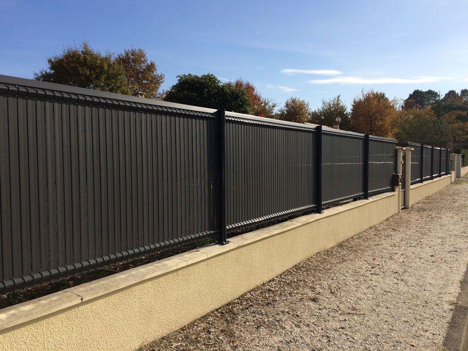 Cloture Metallique pose de clôture en panneau rigide + poteau métallique et occultation