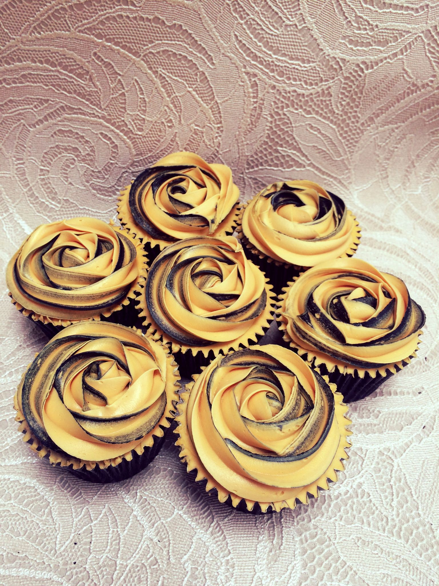 Gold Black Rose Swirl Cupcakes Black And Gold Cake Swirl