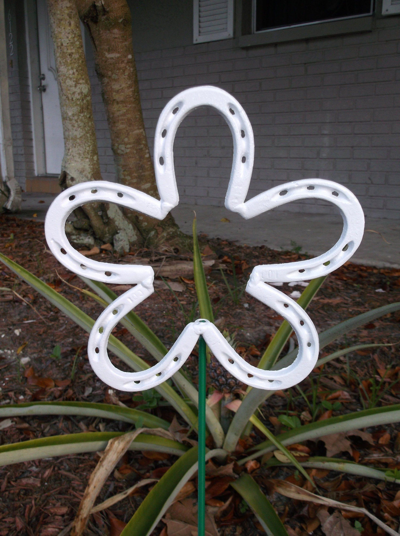 White Horseshoe Flower Metal Garden Stake Spring Yard Art Lucky