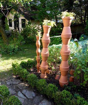 Paradis Express Garden Crafts Garden Art Garden Totems
