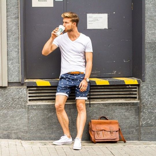 Lunch time ?! White T-shirt, shorts and leather handbag #mensstyle