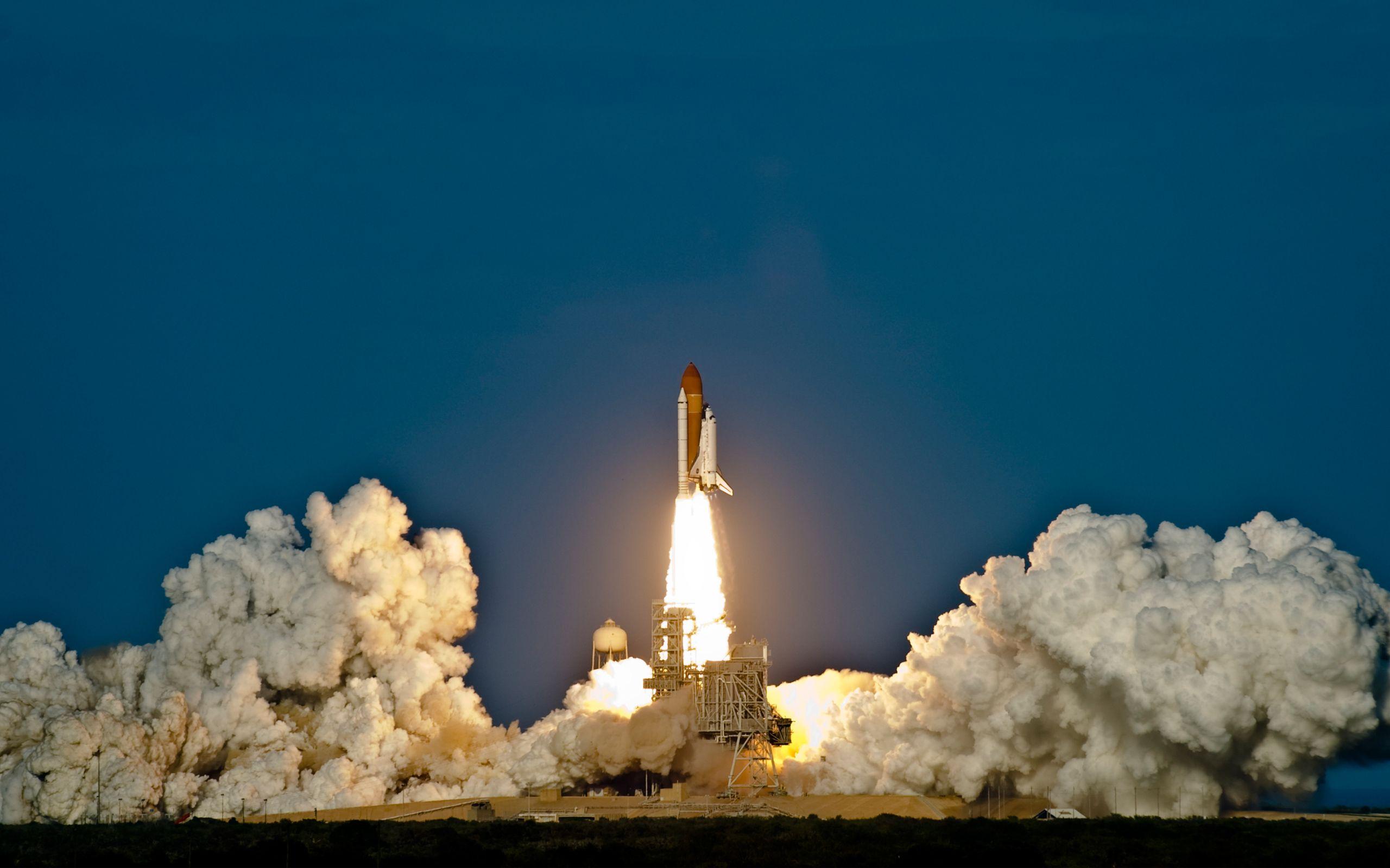 Space Shuttle Discovery Launch Wide Jpg Jpeg Image 2560 1600 Pixels Space Shuttle Nasa Space Shuttle Nasa Space Program