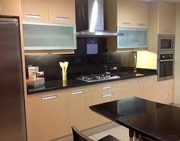 Cocinas mesones granito negro buscar con google for Cocinas con granito negro