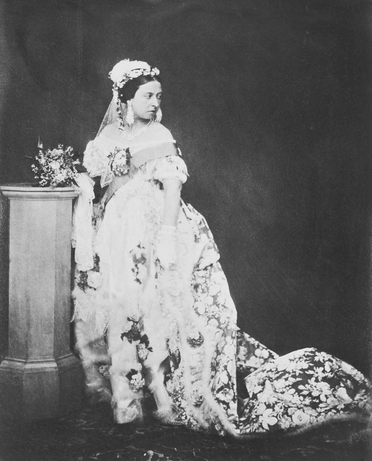 White Wedding Dress Queen Victoria: Queen Victoria (1819-1901) In Her Drawing Room Dress