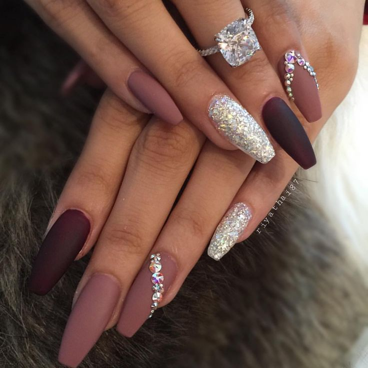 See This Instagram Photo By Riyathai87 5 337 Likes Rhinestone Nails Best Acrylic Nails Gorgeous Nails