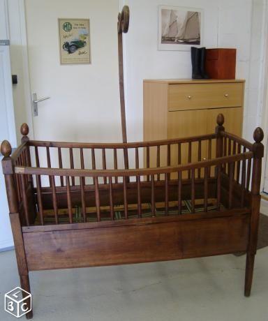 Superbe et ancien Lit bébé en bois massif | déco chambre enfant ...