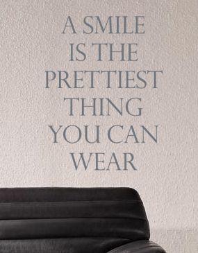 Een mooie muursticker voor in de woonkamer met een leuke tekst ...