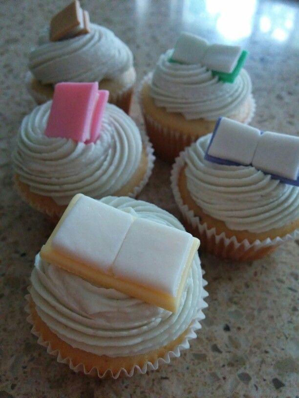 Book Lover Mini Cupcakes