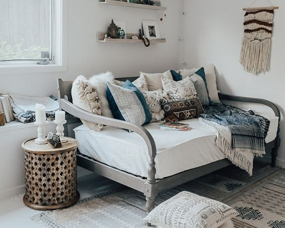 Daybed Pillow Arrangement Couch