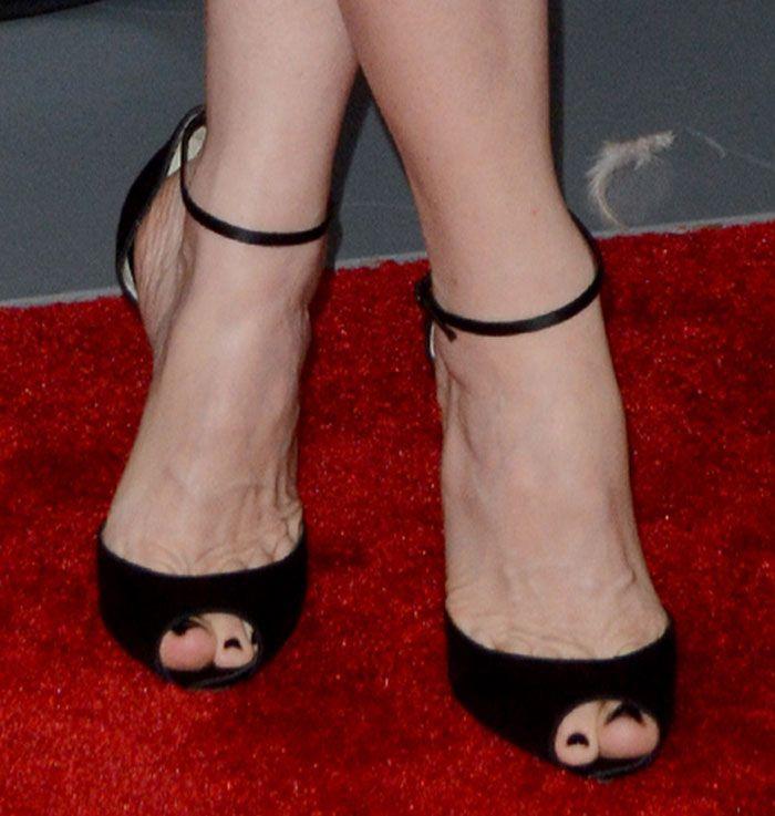 f107b7822604 Leslie Mann Flirty in Christian Louboutin  Gardnera  Sandals ...