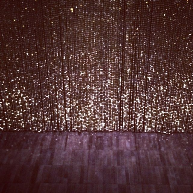 I was obsessed with this curtain… I'm considering picking one up for my house. #hellogorgeous #felixgonzaleztorres
