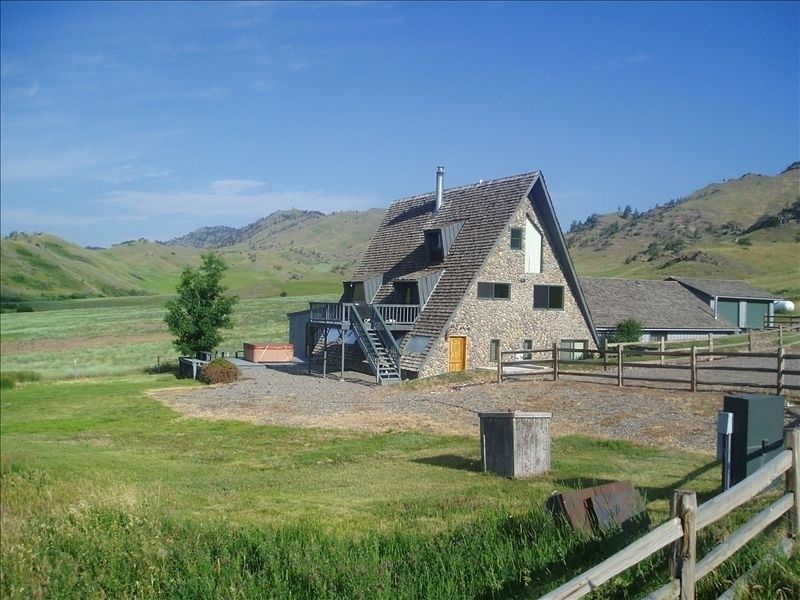 Chateau Country House Vacation Rental In Livingston From Vrbo Com Vacation Rental Travel Vrbo Hot Tub Outdoor Montana Homes Vacation